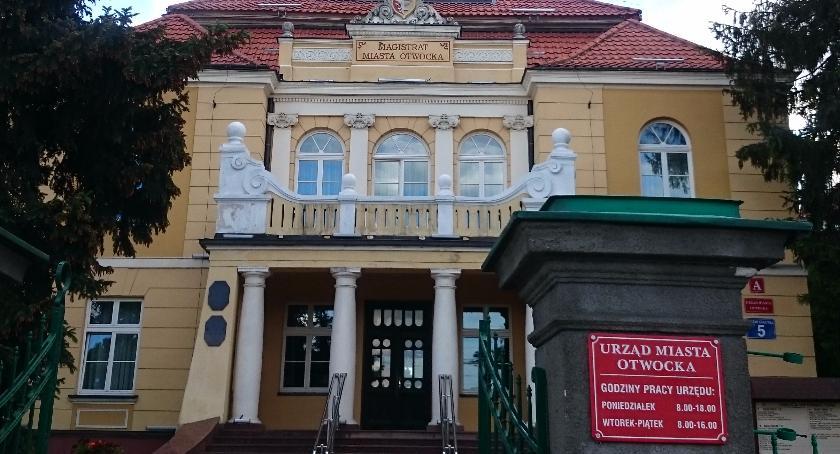 Urzędy, Spór pensje pracowników magistratu - zdjęcie, fotografia