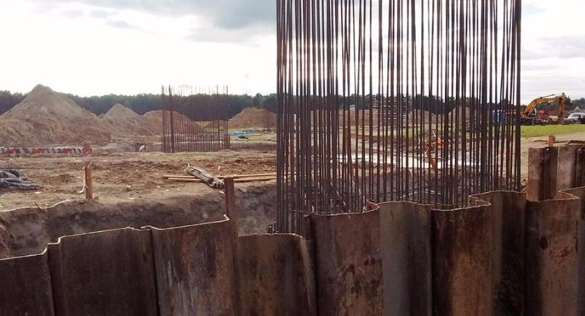 Wolniej na DK17 w Góraszce - budują wiadukt
