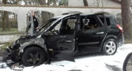 Auto spłonęło w Józefowie