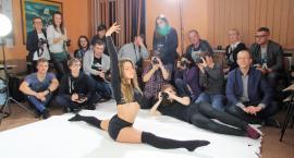 Akrobatka Justyna na portretach fotografów z GOK Wiązowna